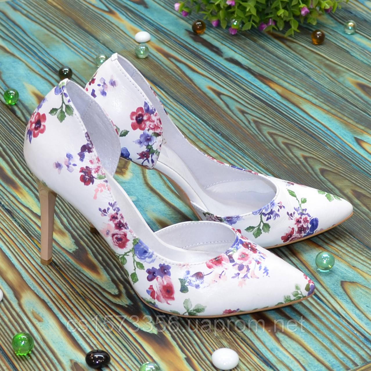 Жіночі шкіряні туфлі на шпильці, колір біла шкіра з квітковим принтом