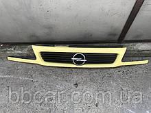 Решетка  Opel Astra F ( коса )  GM 90 452 416