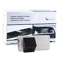 Штатная камера заднего вида Falcon SC17SCCD. Toyota Land Cruiser 200