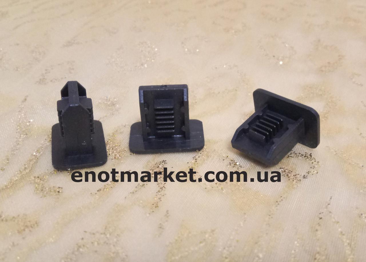 Крепление внутренней отделки багажника, салона Skoda. ОЕМ: 357867646, 6K0867838, 3578676469B9