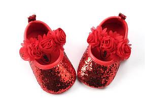Пинетки на девочку блестящие красные с цветочками 3-6 мес