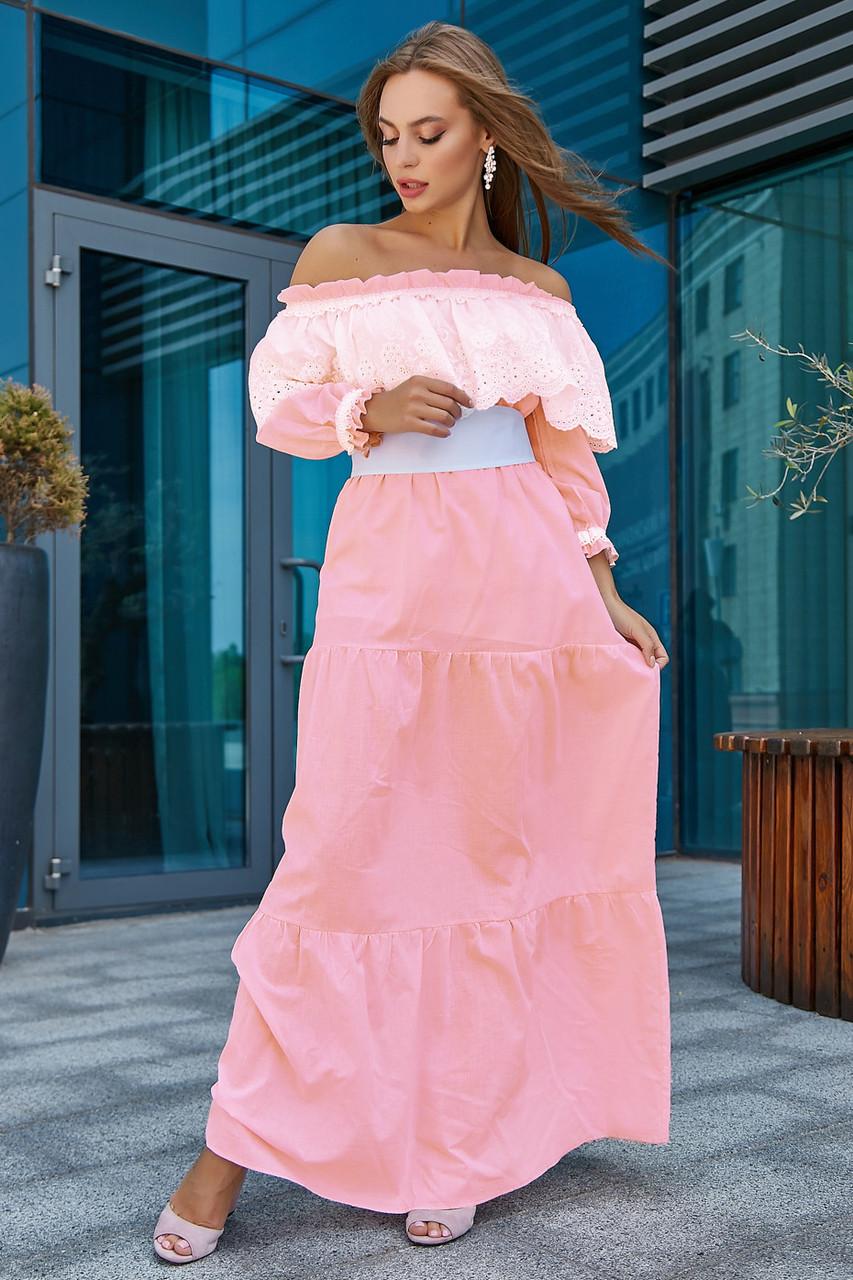 Летнее платье с открытыми плечами длинное розовое