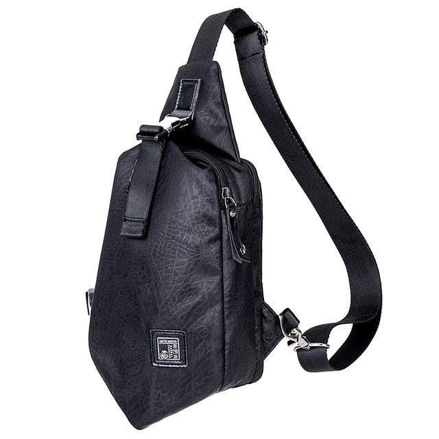 Городской рюкзак-сумка с одной лямкой через плечо и отверстием для наушников Arctic Hunter XB00032, 3л Черный