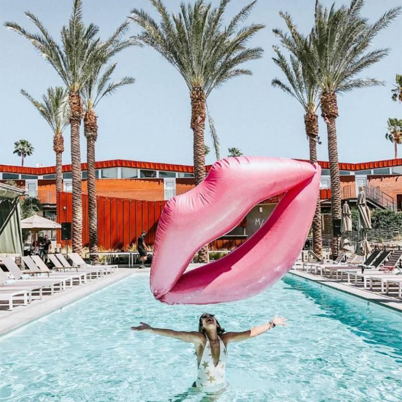 Пляжный матрас розовые Губы (надувной плот) 180 см