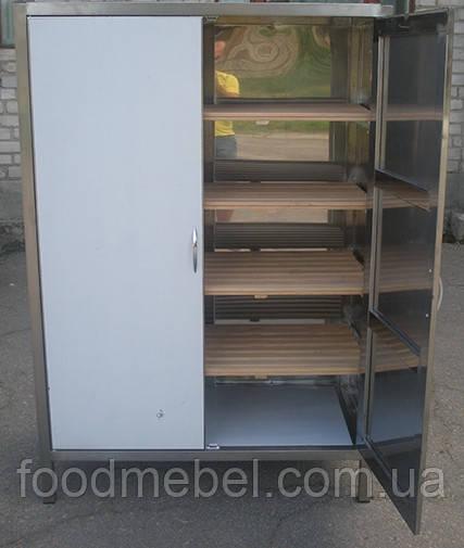 Шафа для хліба з дерев'яними полицями
