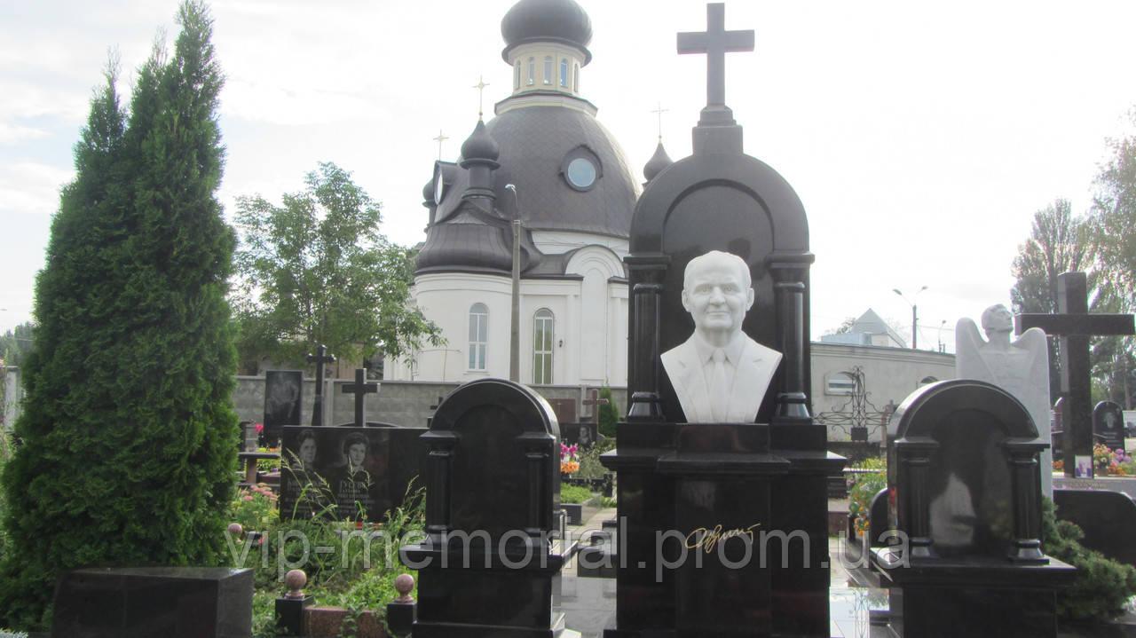 Скульптура на кладбище С-170