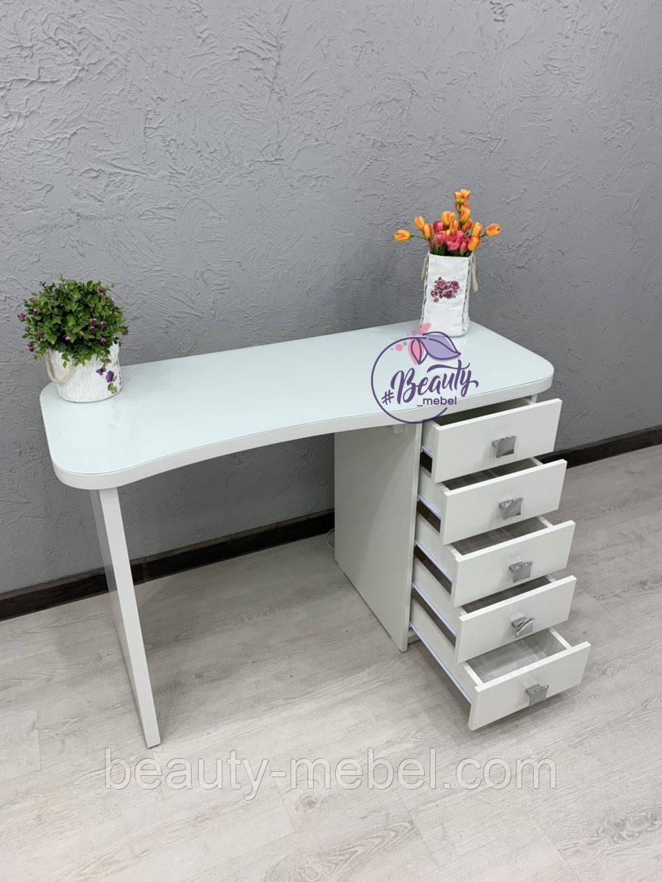 Маникюрный стол со стеклом на столешнице