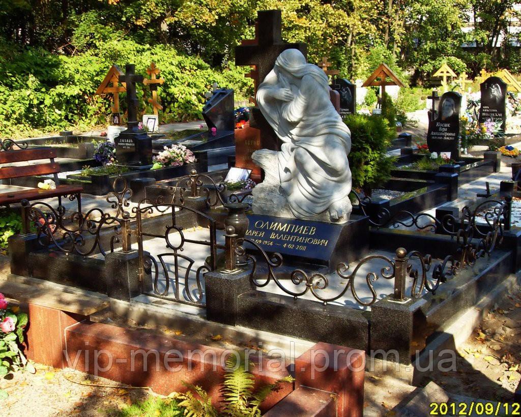 Скульптура на кладбище С-200