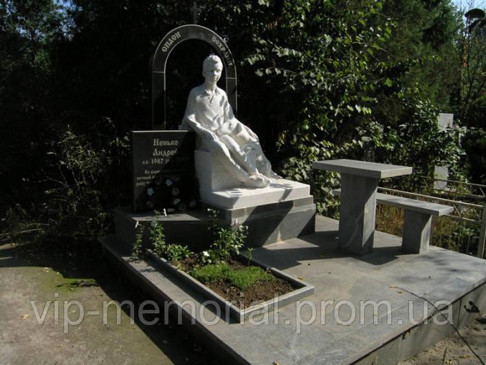 Скульптура на кладбище С-202