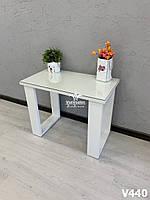 Маникюрный столик со стеклом на столешнице и на оригинальных ножках.  Модель V440 белый