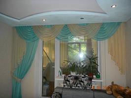 Ламбрекен бирюзовый со шторой. Выполнен из шифоновой ткани. Вариант для зала на окно с балконной дверью (Запорожье)