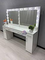 Широкий гримерный столик с раздельным зеркалом