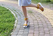Женские босоножки Abbi из натуральной замши на танкетке пудра, фото 6