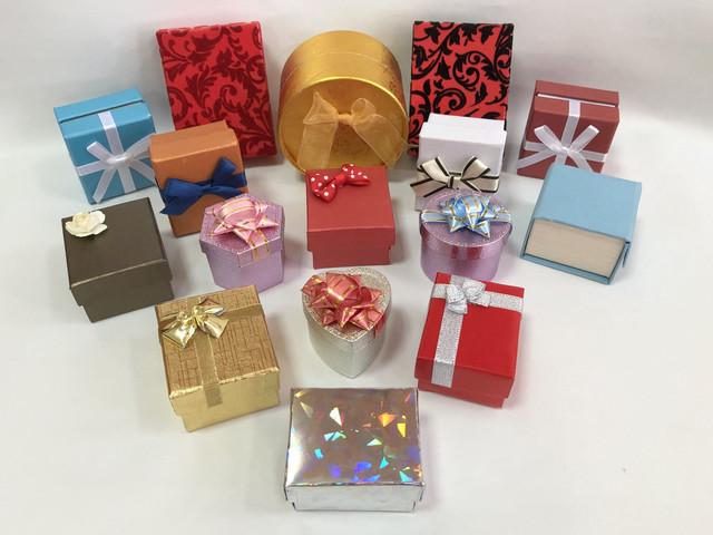 Футляры картонные для ювелирных изделий и бижутерии/ Футляри картонні для ювелірних виробів