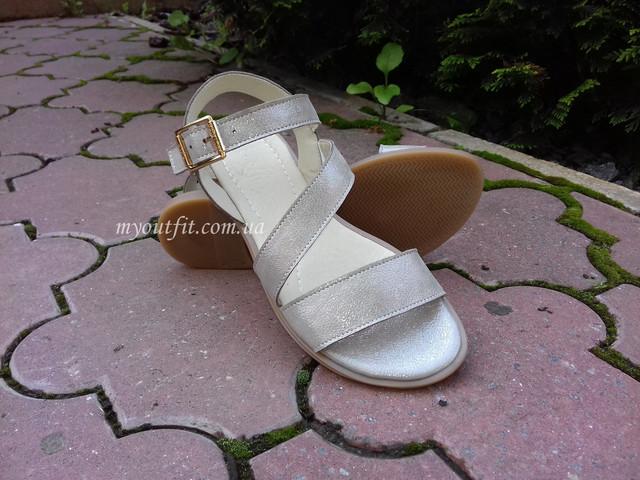 Жіночі шкіряні сандалі бежевий металік