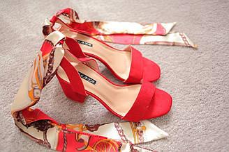 Женские красные босоножки на каблуке замшевые с завязками Италия 39 40