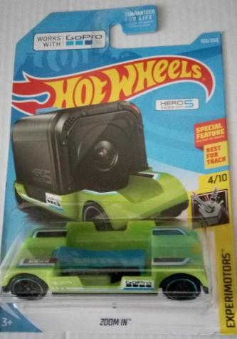 Машинка Hot Wheels 2019 Zoom In