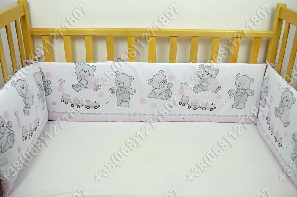 Бортики в детскую кроватку защита бампер Мишка игрушки розовый