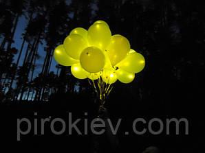 "Жёлтые шар с желтым светодиодом (с гелием), размер 12"""