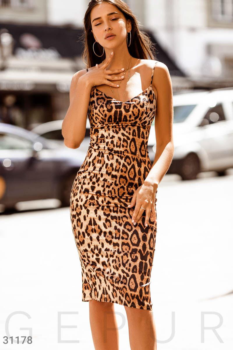 Облегающее леопардовое платье на тонких бретельках