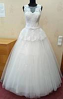 70.2 Белое свадебное платье с кружевом, баской и блестящей юбкой,  размер 48
