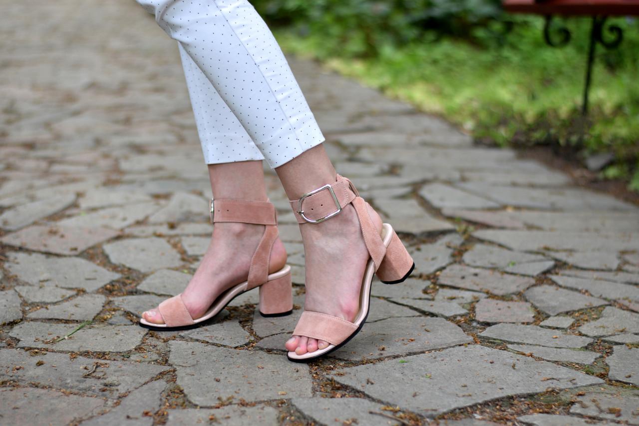 Женские босоножки  из натуральной замши на каблуке Atomio Lardini