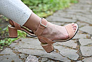 Женские босоножки Atomio Lardini из натуральной замши на каблуке пудра, фото 4