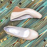 Женские классические бежевые туфли на невысокой устойчивой платформе, натуральные лак и кожа, фото 4