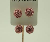 Нежно розовые длинные серьги матрешки в кристаллах оптом.124
