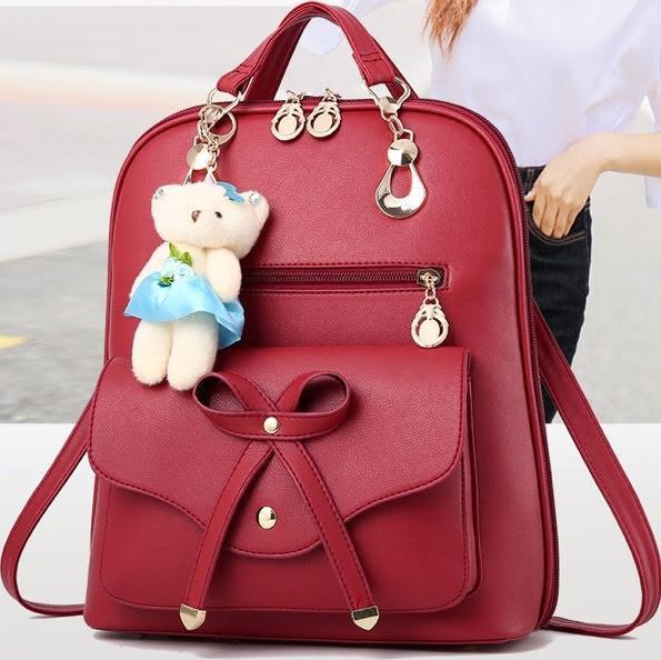 Женский рюкзак городской с брелком мишкой Тедди Левона красного цвета