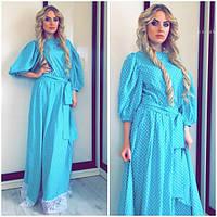 Длинное стильное голубое платье в горошек