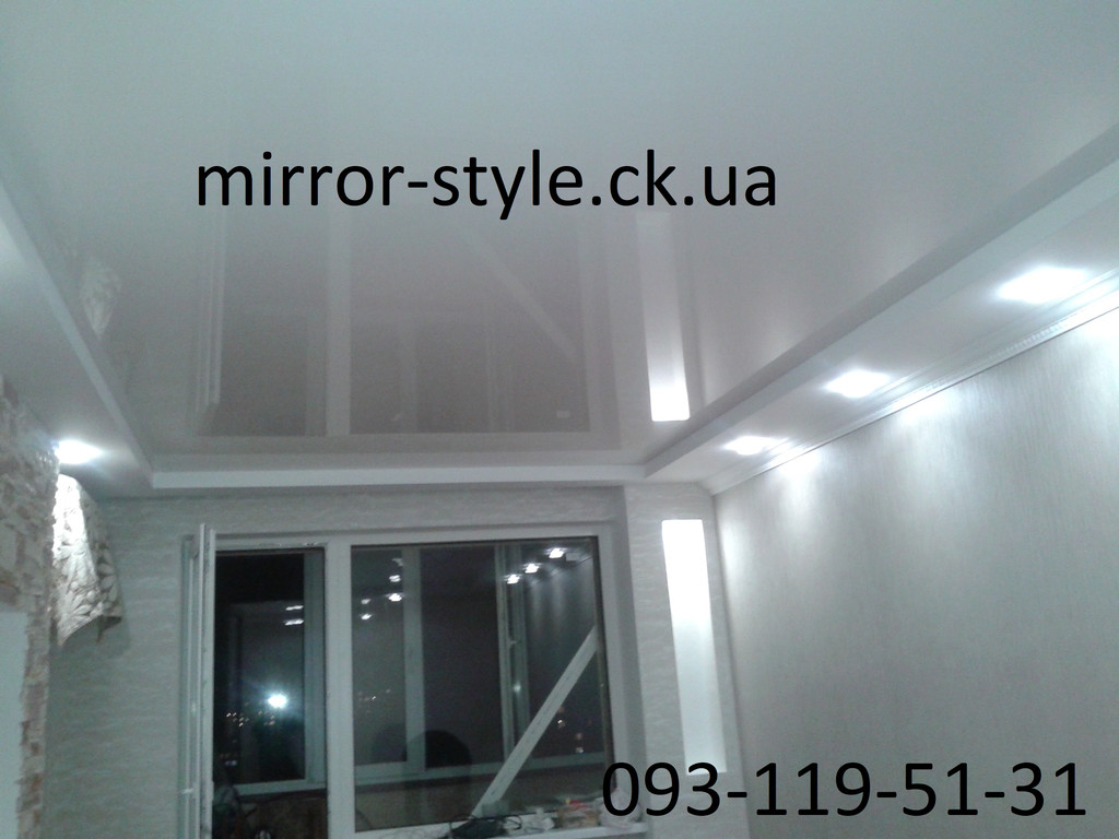 Глянцевый натяжной потолок в гостиной г. Черкассы