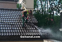 Очистка дахів ,бруківки.