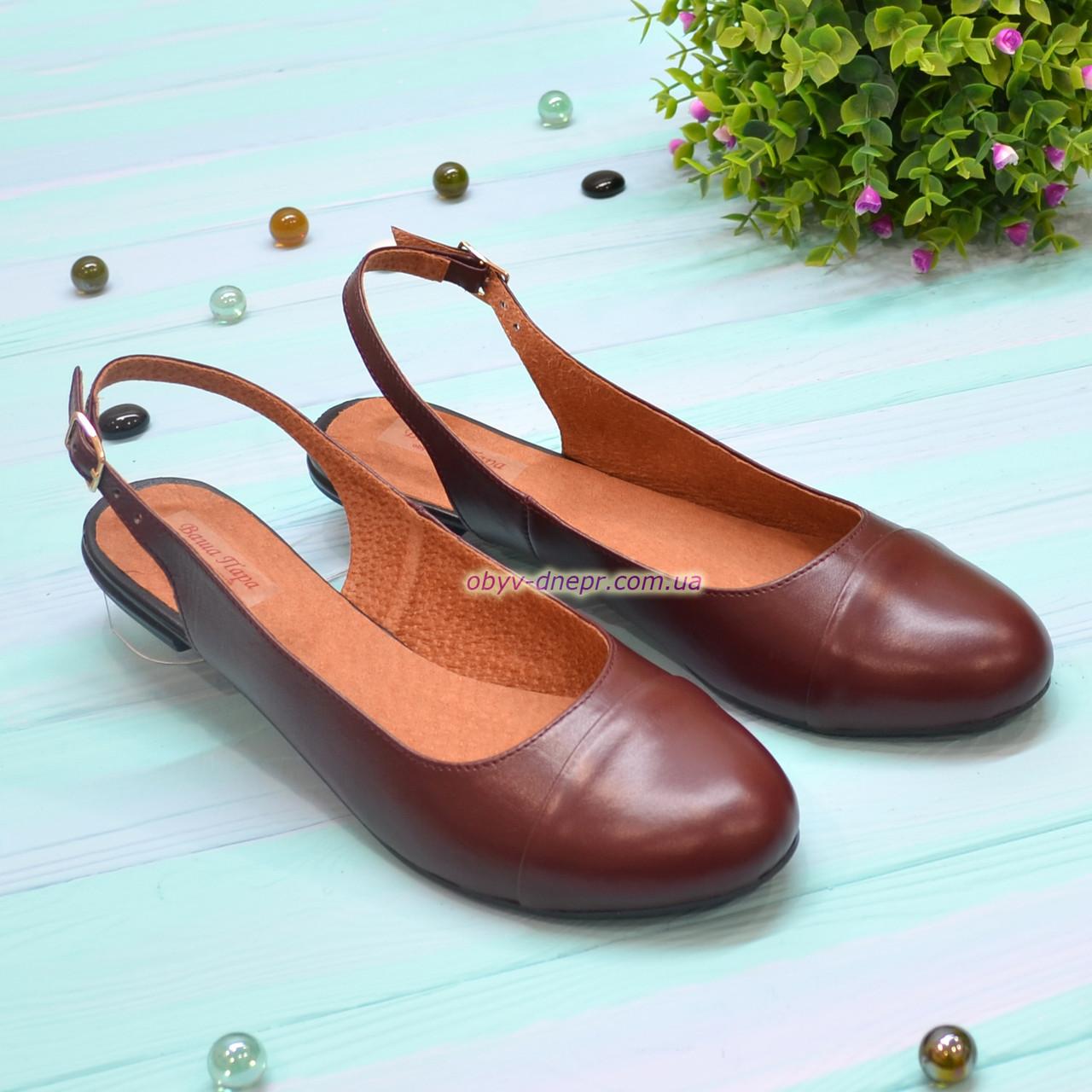 Женские кожаные босоножки с закрытым носком и открытой пяткой от производителя. Цвет бордо