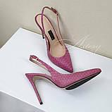 Рожеві жіночі босоніжки з гострим носком з пітона на шпильці, фото 3