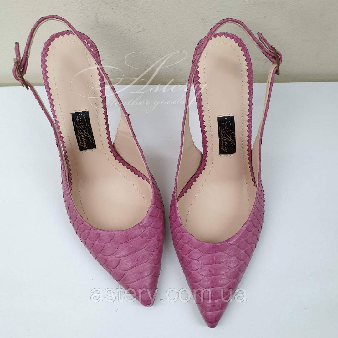 Рожеві жіночі босоніжки з гострим носком з пітона на шпильці