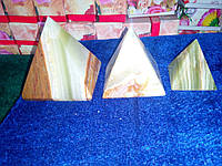 Пирамидки из камня оникс