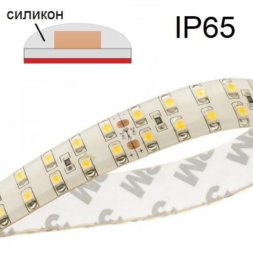 На фото изображена светодиодная ЛЕД LED-лента с уровнем пылевлагозащиты IP54 и IP65