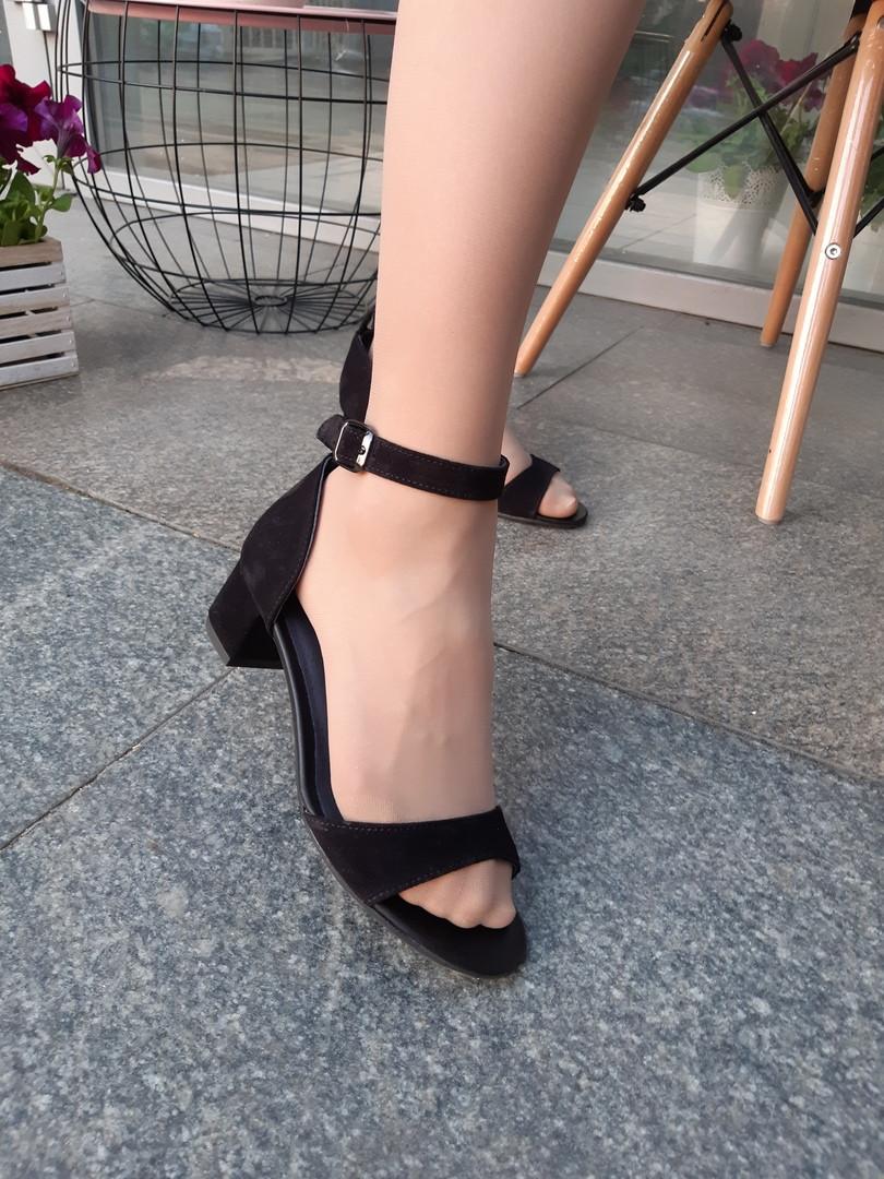 Босоножки на удобном каблуке
