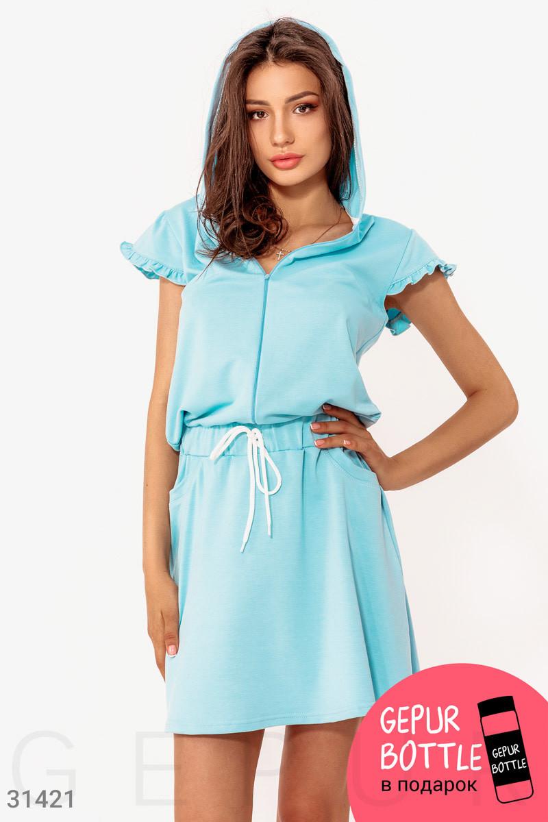 Короткое спортивное платье с капюшоном голубое