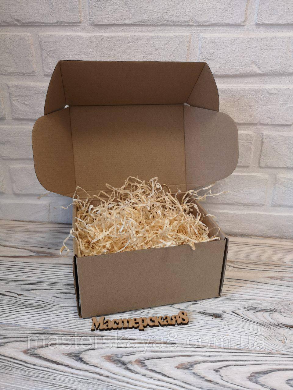 Подарункова коробка 190 х 150 х 100мм з декоративною дерев'яною стружкою