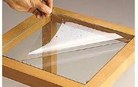 Поклейка защитной пленки на стекло