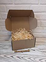 Подарочная коробка 205 х 205 х 125мм с декоративной деревянной стружкой
