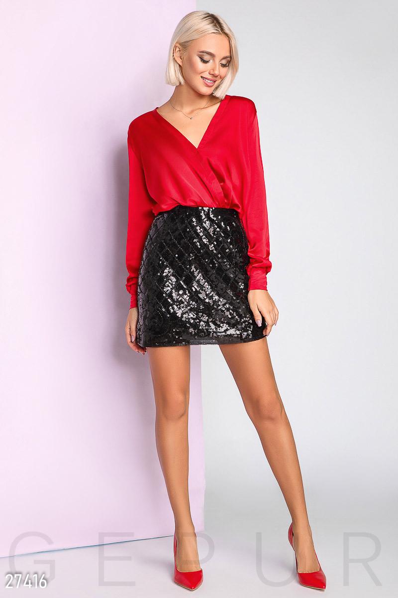Короткая юбка с пайетками черная