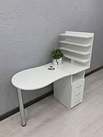 Маникюрный стол с вместительной полочкой для лаков V454