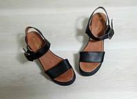 Женские кожаные босоножки TM Vinata черные на танкетке 36,39,40 рр