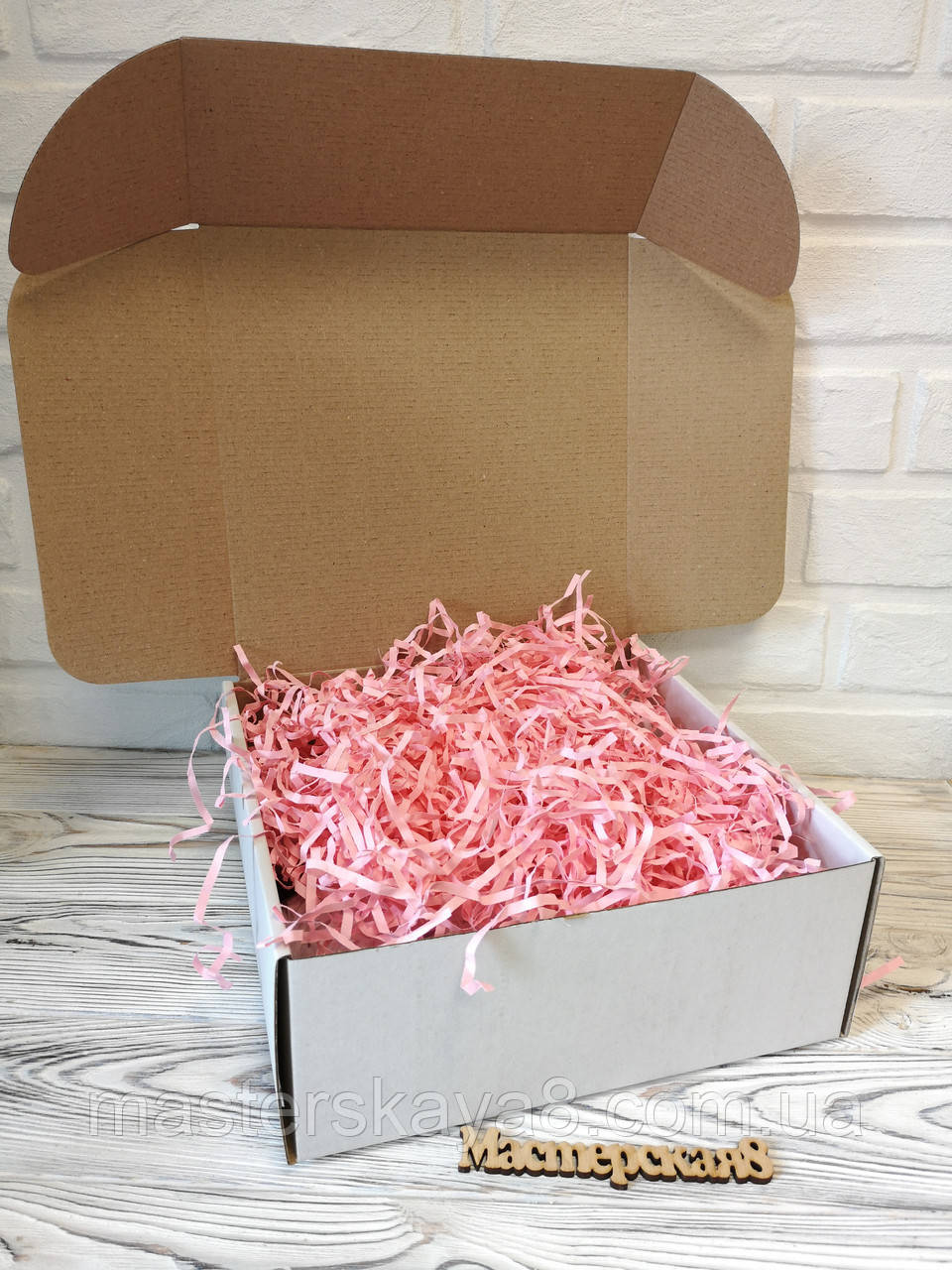 Біла Коробка 250*250*100 мм для подарунка з рожевим наповнювачем , для сувеніра, для мила, косметики
