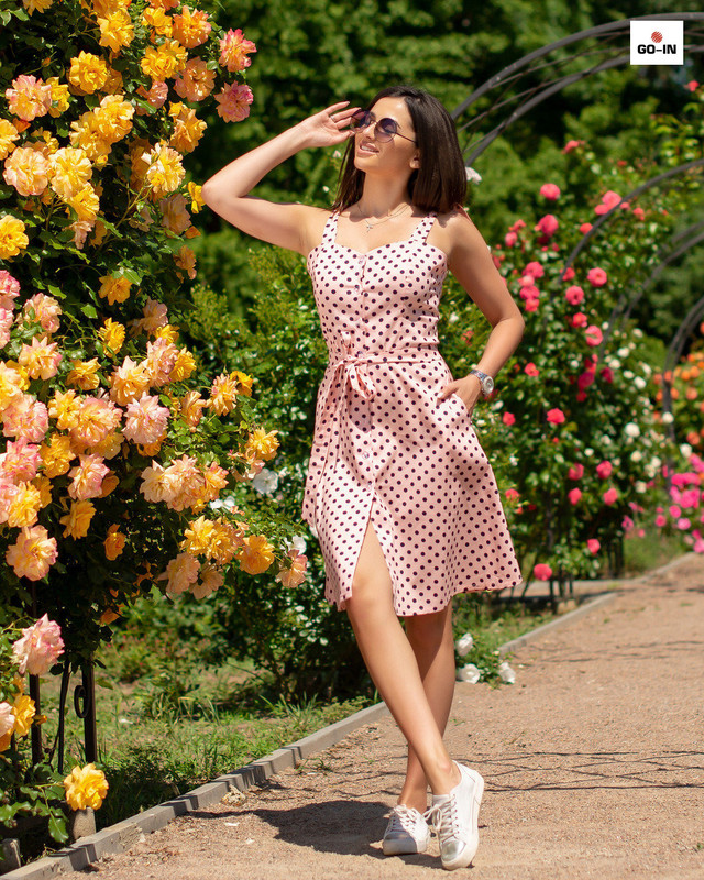 Женский сарафан в розовый горох