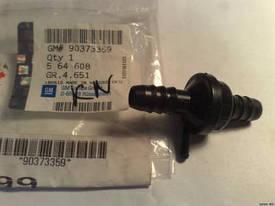 Клапан соединитель (2 x 13,5 mm) обратный вакумный (вакумного усилителя тормозов) 3-х (трёх) канальный GM 0564608 90373359 OPEL Astra-F Vectra-A