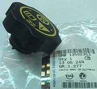 Крышка (пробка) расширительного бачка с предохранительным клапаном GM 1305248 13502353 OPEL Astra-J Zafira-C Meriva-B Insignia Ampera Chevrolet Cruze